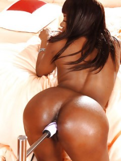 Jasmine Hot Ebony Babe Try Fucking Machine