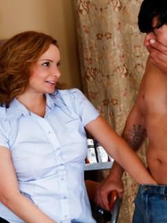 sexy-nude-moms-and-son-attrici-nude-porno