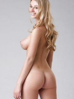 All Natural Blonde Carisha Nude Modeling